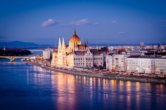 Слика на Будимпешта 2НП -Денот на вљубените