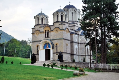 Слика на Лешочки манастир и Беловиште